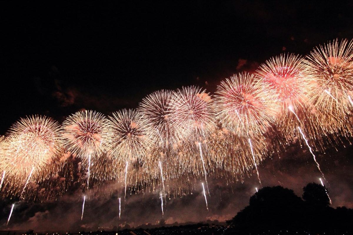 """日本在住的台湾女孩讲述:日本夏季烟火大会之""""长冈烟花大会"""""""