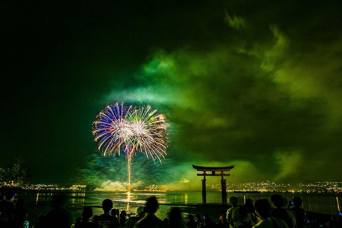 日本 宮島水中煙火大會