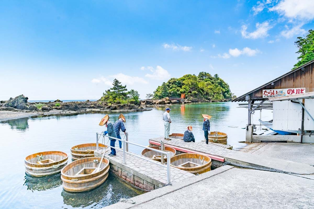 The Tub Boats of Yajima / Kyojima