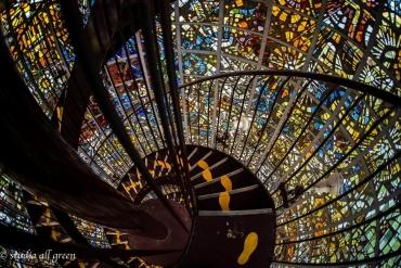 ぐるぐる回る!まるでアートな「らせん階段」に見惚れよう