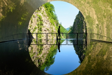 "The view of an upside-down world! Let's travel and take photos of fantastic ""Reflection"" scenery"