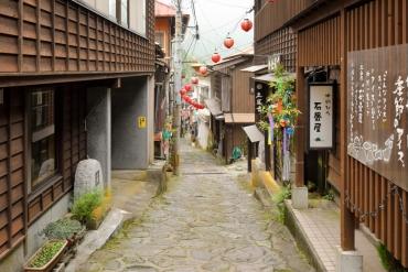【昭和レトロな町並み】情緒あふれる石畳の小さな温泉街 湯平温泉を歩く