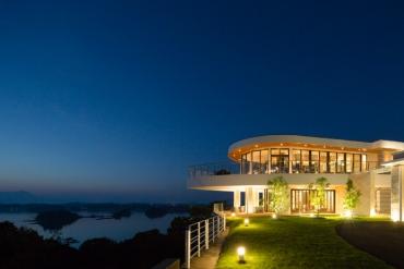 【Cửa sổ mở ra bạn có thể nhìn thấy...】10 khách sạn đẹp như tranh vẽ ở Nhật Bản