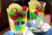 Photogenic Japanese sweets that pull at young lady's hearts