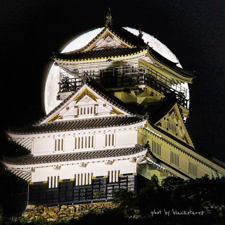 Overwhelming collaboration of the moon and Gifu Castle, an