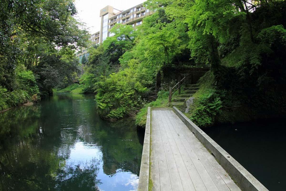 Suối nước nóng Yamanaka