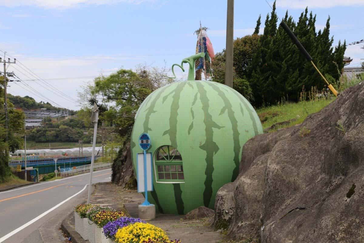 Trạm dừng xe buýt trái cây