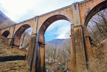 碓冰峠的眼鏡橋(群馬)