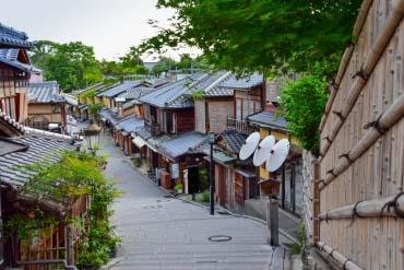 Ninen-zaka and Sannen-zaka (Slopes at Kiyomizu-dera)(Kyoto)