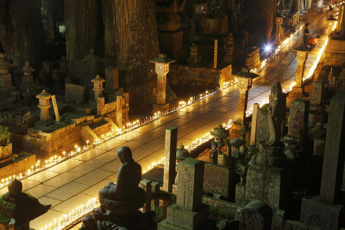 Koyasan Mandokuyoe (Candle Festival)